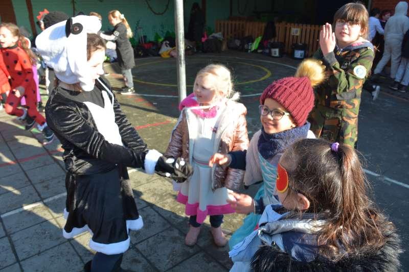 carnaval-met-de-duizendpootjes-112