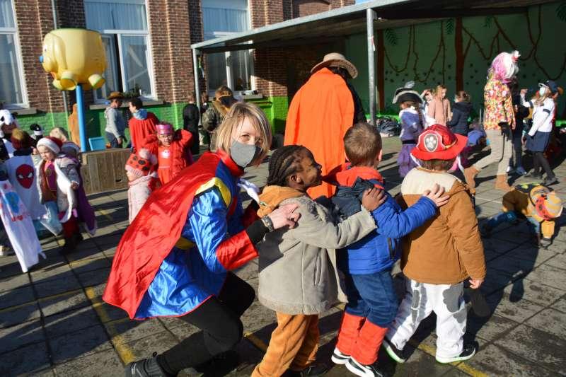 carnaval-met-de-duizendpootjes-121