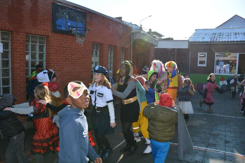 carnaval-met-de-duizendpootjes-155